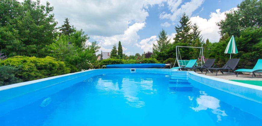 Sarolta medencés háza Fe17 – Balatonfenyves