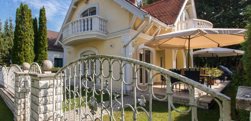 Judit Nyaralóháza M85 – Balatonmáriafürdő
