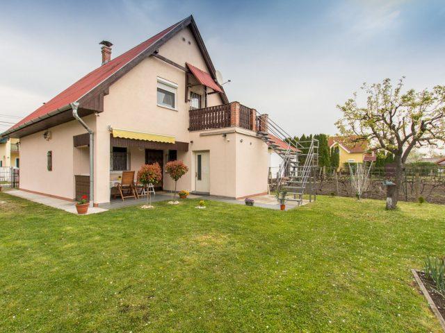 Erzsike nyaralóháza M103 – Balatonmáriafürdő