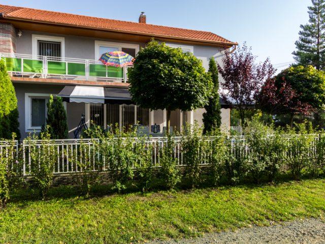 István nyaralóháza Fe12+13 – Balatonfenyves
