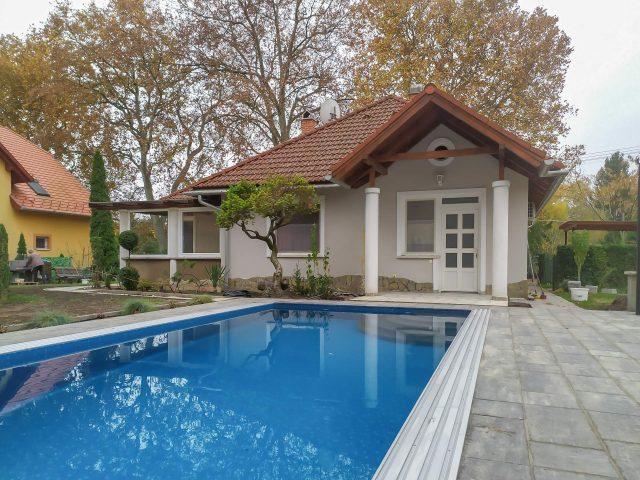 Pisti medencés nyaralóháza Fe20 – Balatonfenyves
