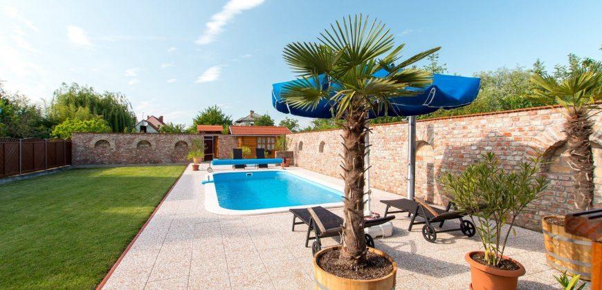 Andrea medencés nyaralója Fe34 – Balatonfenyves